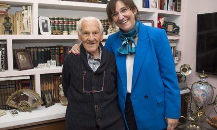 Susana Pérez Quislant felicita al vecino Román Agustín Pascual por su 100 cumpleaños