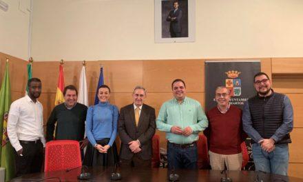 El alcalde recibe a la nueva junta directiva de Cruz Roja en Martos