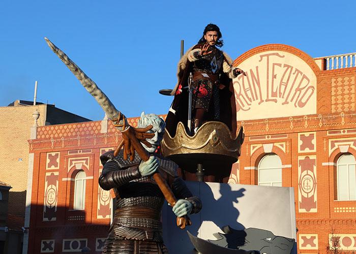 'El trono es nuestro' y 'El ejército de Juana de Arco' ganan el 29º concurso regional de carrozas y comparsas de Manzanares