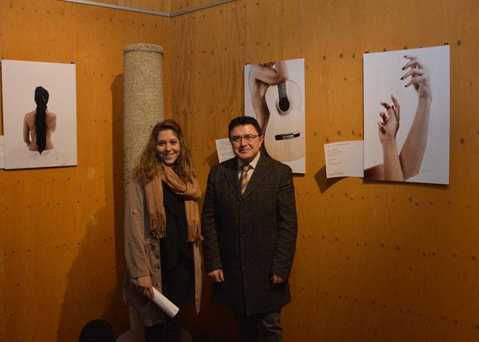 El Gobierno municipal apoya la nueva exposición de fotografía y poesía de las Cuevas de Hércules, 'Más allá de la piel'