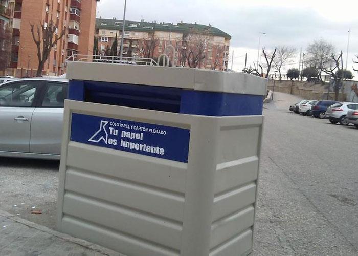 El Ayuntamiento de Jaén instala veinte nuevos contenedores de recogida de papel y cartón