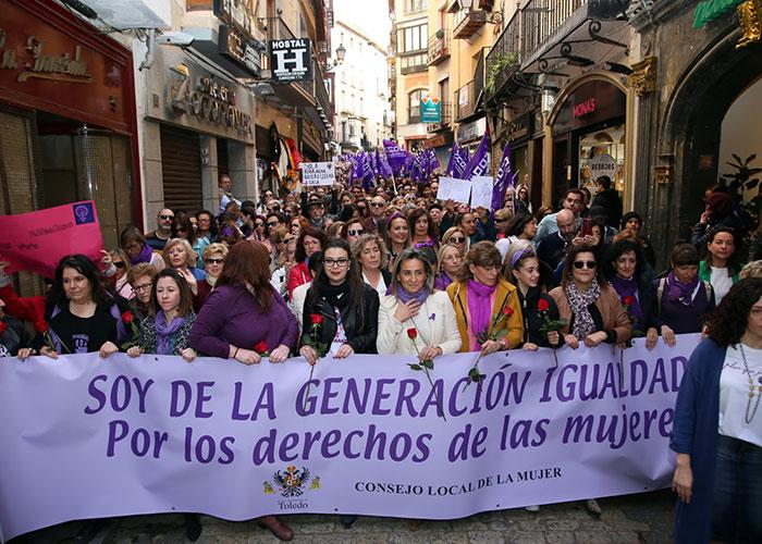 Toledo se moviliza a favor de la igualdad entre mujeres y hombres y dedica su manifiesto del 8M a las víctimas de violencia machista