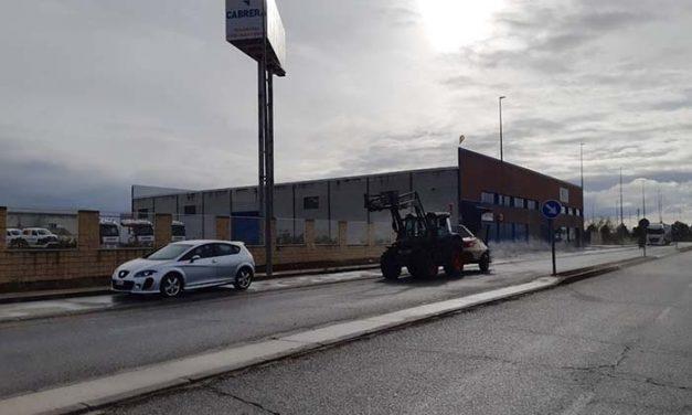 El Ayuntamiento de Daimiel refuerza la desinfección en los puntos de mayor afluencia y la amplía a los polígonos industriales