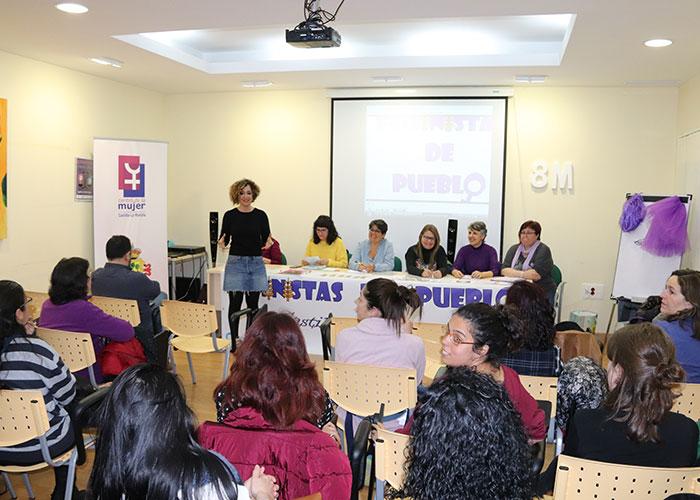 Gran acogida a 'Feministas de pueblo' en Manzanares