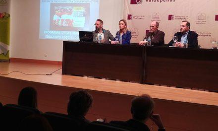 El libro 'Juega limpio, el valor educativo y social del deporte', presentado en La Confianza