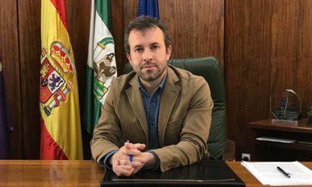 El alcalde traslada la solidaridad del Ayuntamiento de Jaén con los que sufren en primera persona la crisis sanitaria y remarca el esfuerzo de superación de la ciudadanía