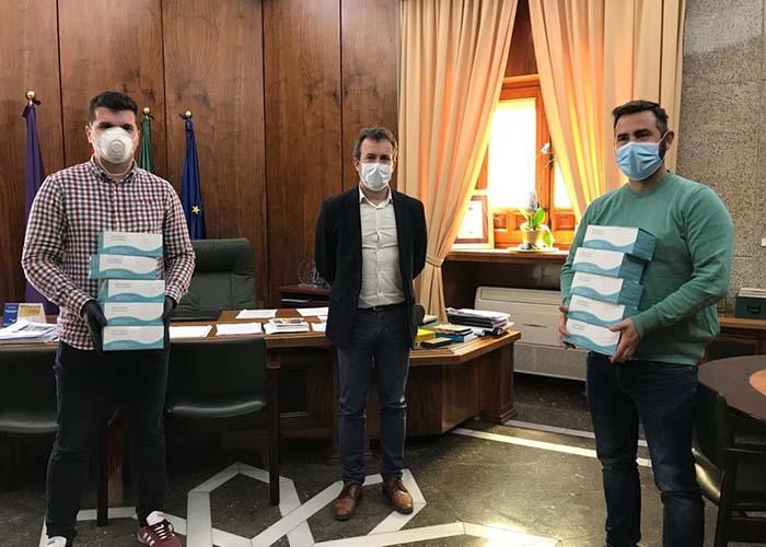 El Ayuntamiento de Jaén hace entrega de 500 mascarillas a los taxistas