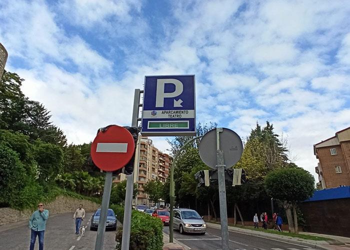 El Ayuntamiento de Jaén abre de nuevo a la rotación mañana y tarde del aparcamiento del Teatro Infanta Leonor al que ya se puede acceder por carretera de Córdoba hacia Millán de Priego