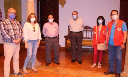 La Asociación Cultural del Centro de Mayores de La Solana dona 1000 euros a Cáritas y Cruz Roja