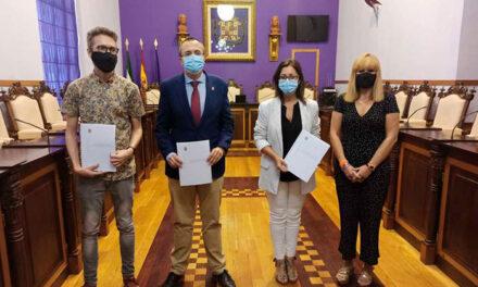 Los portavoces de los grupos municipales del Ayuntamiento de Jaén firman el acuerdo para reactivar la ciudad tras la crisis del Covid-19