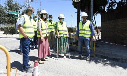 Continúan a buen ritmo las obras de eliminación de barreras arquitectónicas en la calle Burgos, de la urbanización La Cabaña