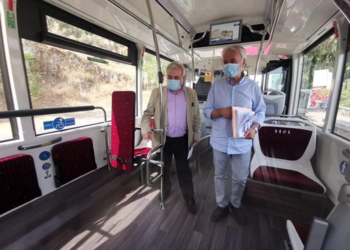 La flota de autobuses de Toledo incorpora dos nuevos vehículos de gas natural con nuevas medidas de seguridad