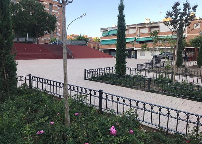 El Ayuntamiento de Toledo instala vallas de protección de parterres en el Paseo Federico García Lorca del barrio de Santa María de Benquerencia
