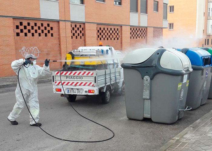 El ayuntamiento de Alcázar ha puesto en marcha un Plan de limpieza viaria y desinfección sin precedentes
