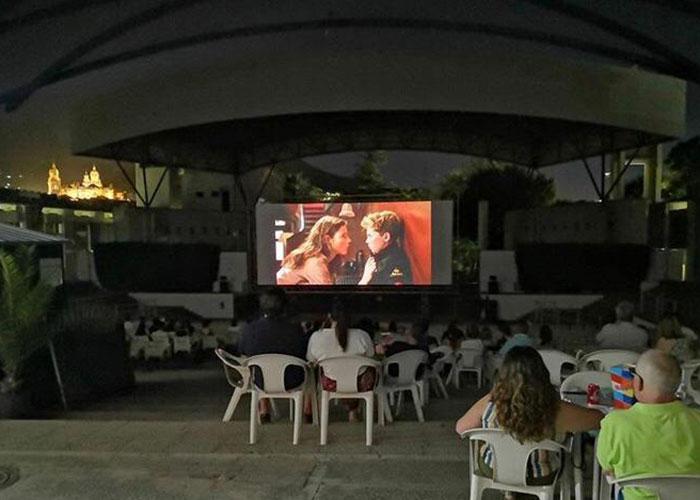 Cerca de 3.000 espectadores disfrutan del cine de verano de la Alameda en julio