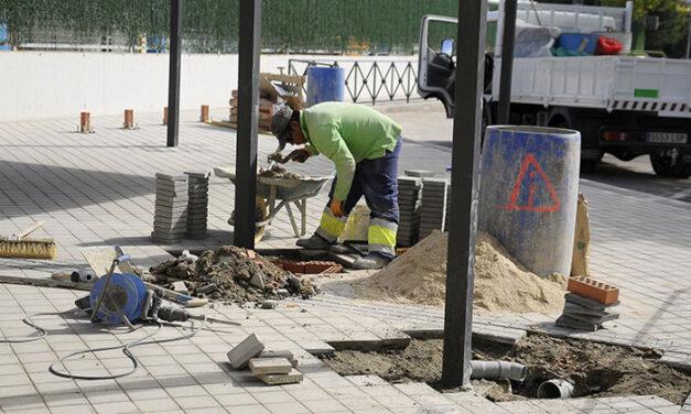 Obras de remodelación en el aparcamiento y entrada al CEIP Teresa Berganza