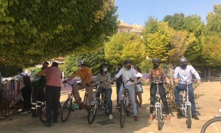 El Ayuntamiento de Jaén impulsará puntos de acceso a bicicletas de pedaleo asistido en aparcamientos públicos y prueba itinerarios seguros para su uso y el de otros vehículos de movilidad personal