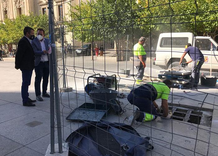 El Ayuntamiento de Jaén acomete con medios propios el arreglo de las fuentes de la Plaza de Santa María