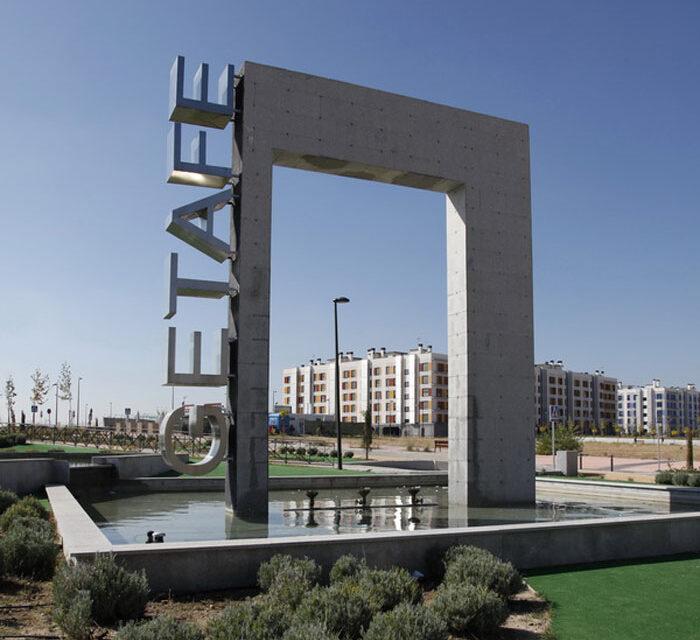 Comienzan las obras de una nueva plaza con pérgola y sombra en el barrio de Los Molinos