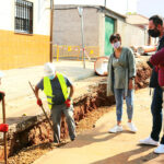 La alcaldesa de Puertollano en el inicio de las obras de la nueva red de saneamiento del Villar