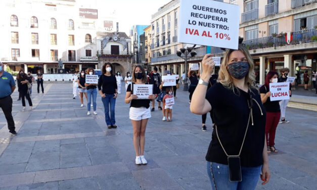 Protesta de los profesionales de la peluquería por un IVA más justo como servicio esencial