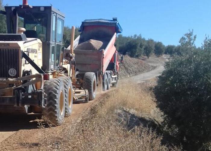 El Ayuntamiento de Martos ha intervenido en lo que va de año en el arreglo y mantenimiento en cerca de 90 kilómetros de caminos rurales