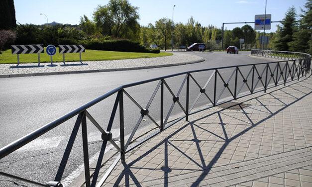El Ayuntamiento de Boadilla instala 250 metros de valla en la calle Ronda para evitar el cruce indebido de los peatones