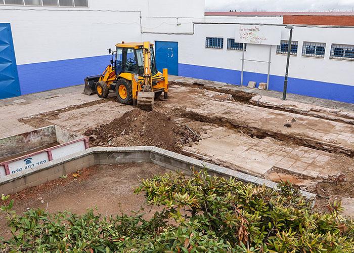 Comienzan las obras de ampliación de los vestuarios del campo municipal de fútbol de Almodóvar del Campo