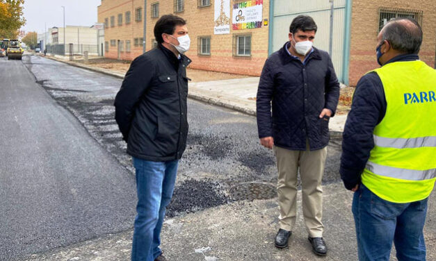 El Ayuntamiento de Bolaños lleva a cabo trabajos de asfaltado en las calles del polígono industrial