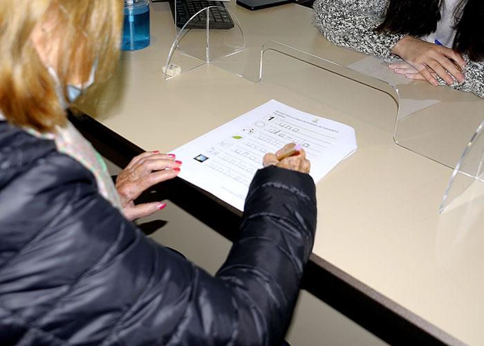 Cincuenta personas mayores están recibiendo estimulación cognitiva de forma presencial