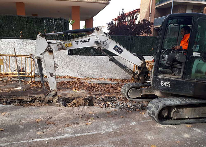 El Ayuntamiento de Jaén comienza la reparación de un hundimiento de la calzada en Sagrado Corazón de Jesús