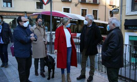 La alcaldesa celebra la incorporación de tecnología accesible a los autobuses urbanos a favor de las personas con discapacidad