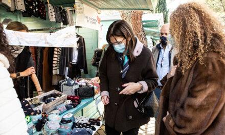 Susana Pérez Quislant visita la Feria del Regalo Navideño