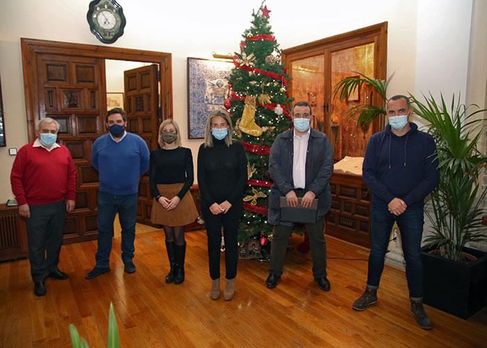 Milagros Tolón se reúne con la asociación de vecinos de La Legua tras la constitución oficial de este nuevo colectivo local