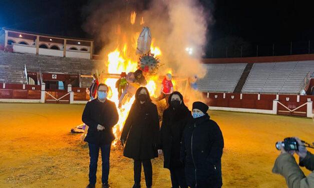 El Carnavalcázar 2020 se despide con la tradicional incineración de la Sardina en la Plaza de toros