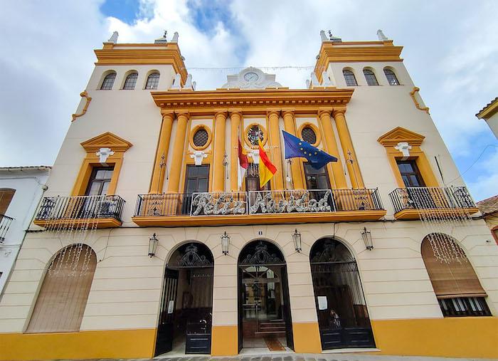 El Ayuntamiento de Almodóvar suma ayudas a empresas, potencia planes de empleo y apuesta por los servicios sociales en 2021