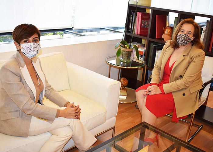 Isabel Rodríguez y Jacinta Monroy estrechan las relaciones económicas de Puertollano y Argamasilla de Calatrava