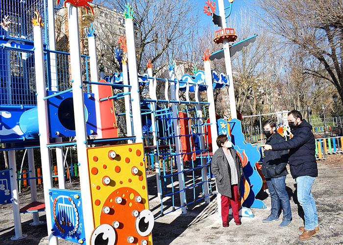 El nuevo parque infantil del Paseo a la espera de buenas temperaturas para instalar la pavimentación