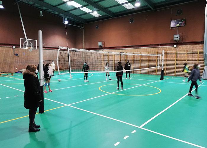 Nuevo suelo en el pabellón deportivo del colegio Antonio Machado