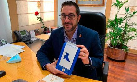 El Ayuntamiento de Pinto recibe por primera vez una Pajarita Azul por su gestión del reciclaje de papel