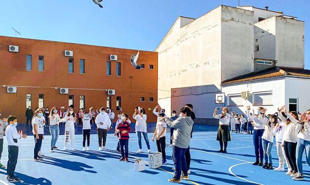 El Colegio 'Maestro Juan de Ávila' de Almodóvar invita, entre anhelos de paz y esperanza, a formar parte de su gran familia