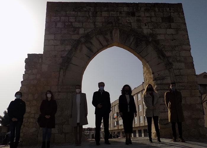 Ciudad Real rescata del olvido el Arco del Torreón, parte de muralla y foso del alcázar, y sus galerías medievales