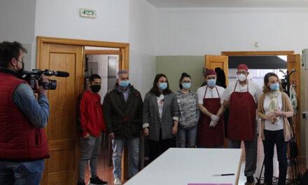 El Ayuntamiento cede a Jaén Solidario las cocinas del anejo al Ruiz Jiménez para hacer posible un programa de ayuda alimentaria que llega a 134 beneficiarios