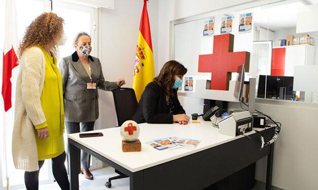 """Pérez Quislant visita la sede de Cruz Roja en la ciudad para interesarse por el desarrollo de """"Pozuelo Responde"""""""