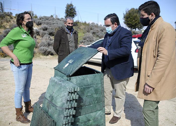 Boadilla ofrece compostadoras a los vecinos de las urbanizaciones históricas para que aprovechen sus residuos orgánicos