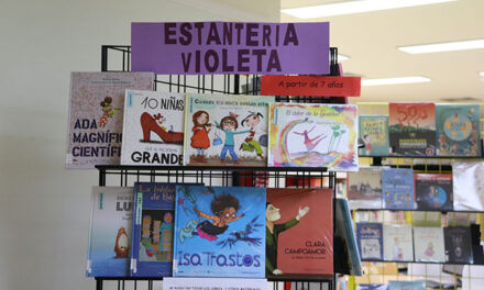 La Biblioteca Pública Municipal ya cuenta con la 'Estantería Violeta Juvenil'