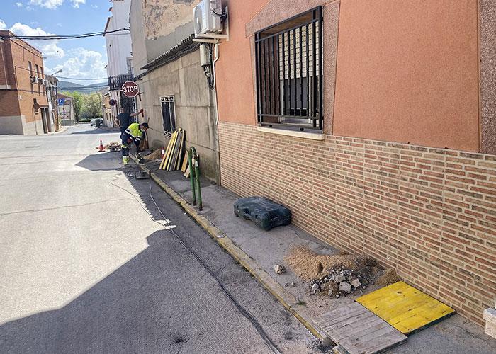Comienzan las necesarias obras de acerados y renovación de red de agua potable en la calle Sol