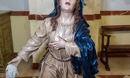 La Hermandad del Santo Sepulcro dota de corona a la imagen de Nuestra Señora de la Soledad