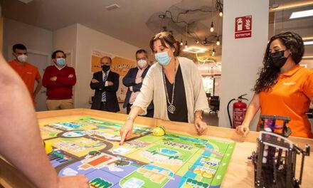 La alcaldesa de Pozuelo continúa su ronda de visitas por los comercios de la ciudad