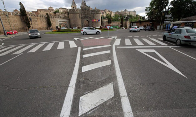 La mejora de la señalización de las vías urbanas de la ciudad llega al paseo de Recaredo y al entorno de la Puerta de Bisagra